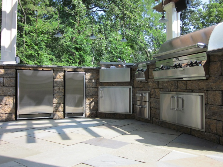 Dream outdoor kitchen using slate pavers and allan block for Block outdoor kitchen