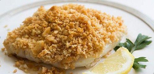Треска запеченная в духовке по данному рецепту с крекерами и лимоном получается очень нежной. Ингредиенты и описание приготовления рыбы.