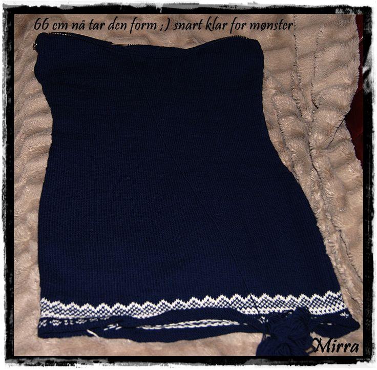 Mariuskjole eget mønster, strikkes i Drops Baby Merino størrelse M, har fått en bestilling til ;)