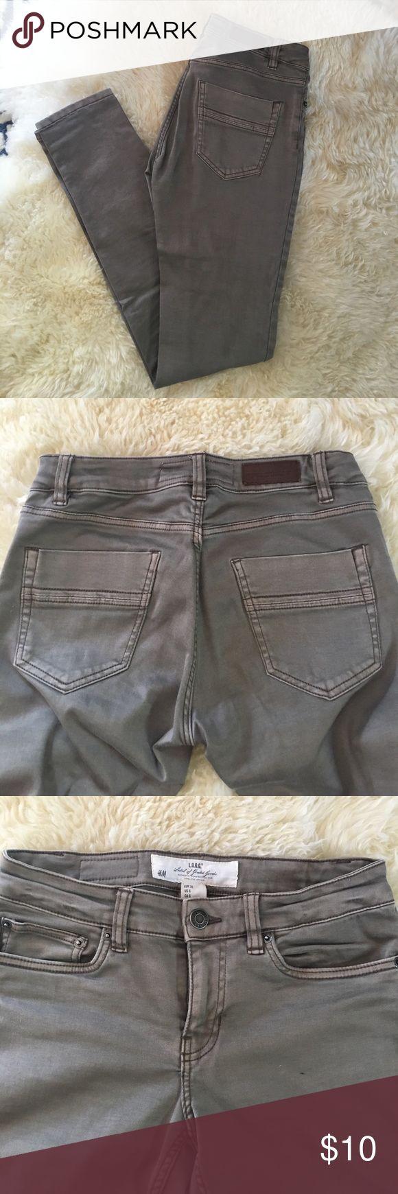 H&M skinny kaki jeans. Pre loved kaki jeans. Size 6z Small pen mark shown on third picture. H&M Pants Skinny