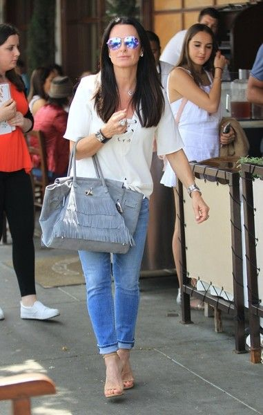 Kyle Richards Photos Photos - Reality star Kyle Richards and husband Mauricio Umansky take their daughters Alexia, Sophia and Portia out for lunch in Beverly Hills, California on June 10, 2016. - Kyle Richards and Her Family Go Out for Lunch in Beverly Hills