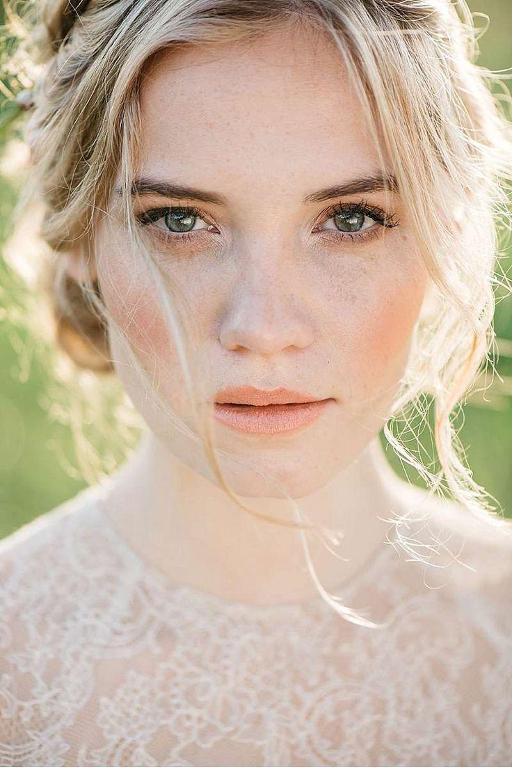 Hochzeitsinspirationen in zarten Pfirsichtönen von hellbunt Events und Marie…