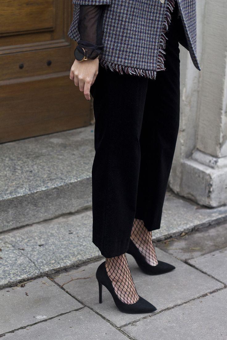 meia-calça como detalhe <3 http://www.oficinadeestilo.com.br/blog/seducao-em-pedacinhos/