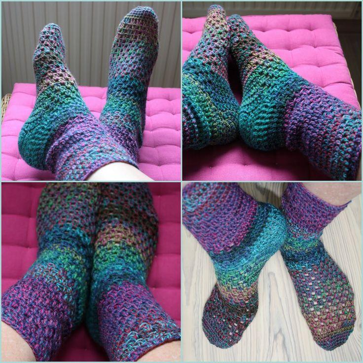 Het is gelukt. Ik heb warme sokken gehaakt!    Het patroon is van Garnstudio/Drops. Nederlands patroon .  Brits Engels patroon .  Amerikaan...