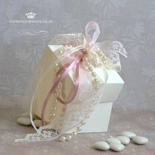 Vintage corsage wedding favour box www.bohemiandreams.co.uk