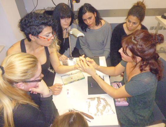 Επί το έργον...Μεταδίδοντας την τέχνη του nail design!