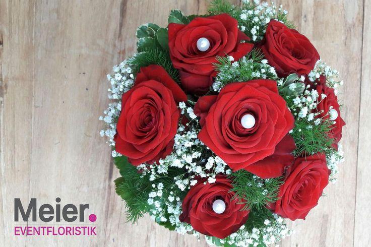 Brautstrauß rote Rosen von Meier Eventfloristik, Deinem kreativen Partner für den blumigen Rahmen Deiner Hochzeit oder Veranstaltung.