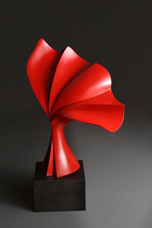 笹井史絵さんの作品。不思議な形のアート作品。複雑な形。