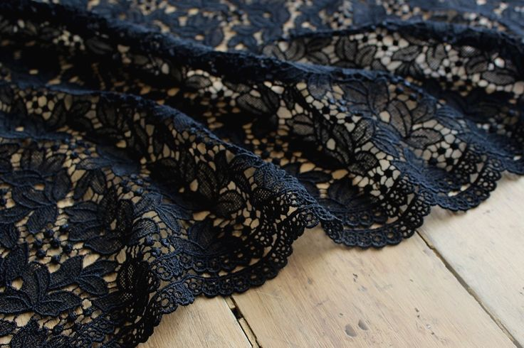 The Fabric Store   Intricate Scalloped Lace