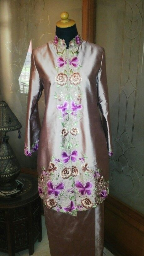 Blouse and skirt tafeta dusty pink with handmade broidery