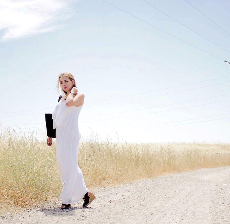 Summer vibes para empezar el miércoles ☀️🌾🌾 @noeliabocanegra luce fantástica con este #boho dress de @moda_florencia 😍 #goodmorning #tb . . . #moda #look #outfit #essential #fashion #fashionbrand #gm #morning #instamorning #barcelona #shopping #shop #modaflorencia #tuesday #mornings #summervibes
