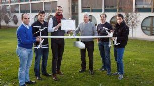 Esta tecnología proporciona el doble de autonomía que los drones  convencionales, lo que permite...