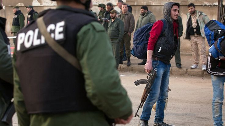 Сирия сегодня: боевики ИГ бегут из Хомса в Ракку, «Тигры» готовятся взять Маскану в Алеппо https://riafan.ru/786636-siriya-segodnya-boeviki-ig-begut-iz-homsa-v-rakku-tigry-gotovyatsya-vzyat-maskanu-v-aleppo