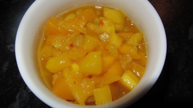 Das perfekte Mango-Chutney-Rezept mit Bild und einfacher Schritt-für-Schritt-Anleitung: Die Mangos schälen, kleinschneiden und beiseite stellen. Ebenso…