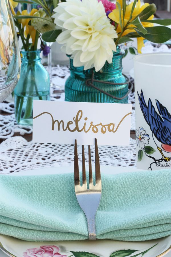 name & napkin holder made from forks / { DIY: patio party decor } | The Sweet Escape