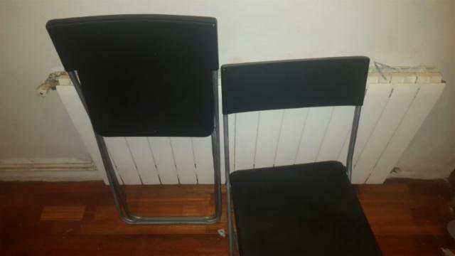 4 sillas negras plegables