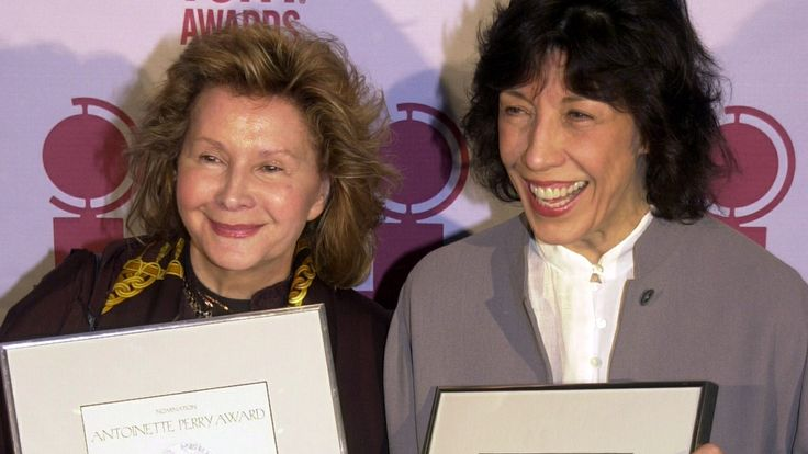 Lily Tomlin weds her partner of 42 years