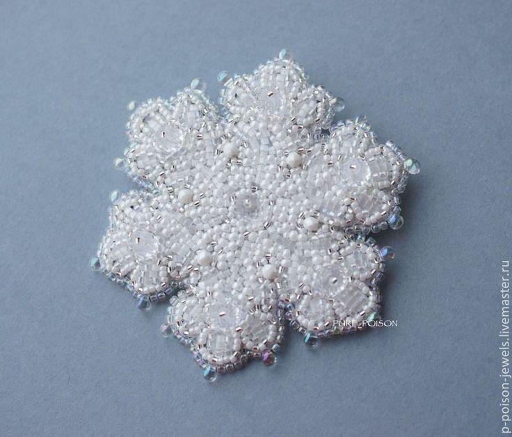 """Купить Брошь """"Снежинка"""" - белый, снежинка, зима, Снег, брошь, брошь из бисера, украшение"""