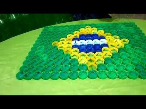 Bandeira do Brasil com tampinhas de garrafa PET
