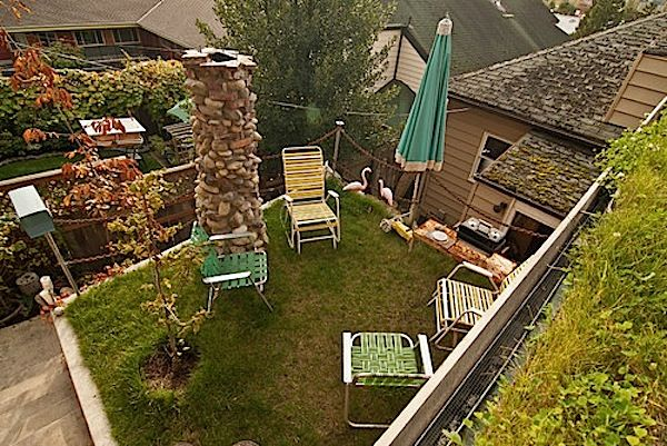Genius Backyard Micro Guesthouse in Seattle with Living Roof: Gardens Ideas, Front Lawn, Louise Lakier, Roof Tops, Louis Lakier, Spaces Efficiency, Roof Patio, Roof Gardens, Eclectic Landscape