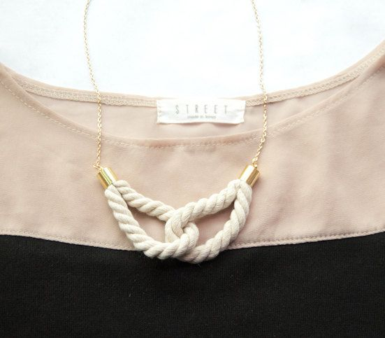 Twisted cotton ropes interlocked with each other, swinging on a plated chain. Matching lobster clasp closure at the back. ► Length of Necklace -