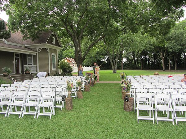 Tree stumps continue to be popular outdoor wedding décor.  In numerous weddings, they were used to display flowers, lanterns, or candle holders down the aisle, at the back of the aisle, and around rustic arbors.