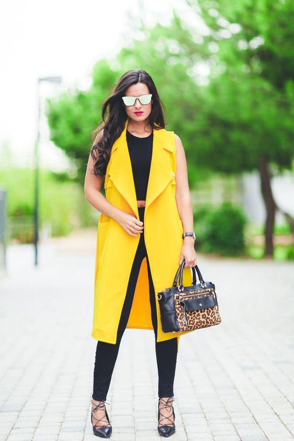 bloggers-fashion:    Maxi chaleco via http://ift.tt/2cTLa9u