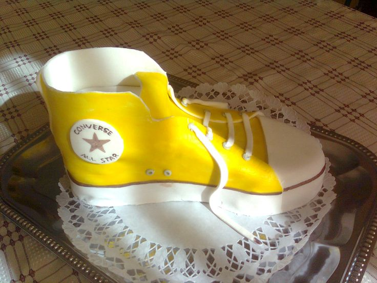 My first cake Converse shoe