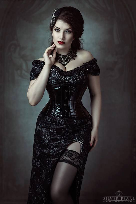Model, MUA & dress: La Esmeralda  Photo: Silver Pearl Photography  Accessories: Elegant Curiosities  Welcome to Gothic and Amazing | www.gothicandamazing.com