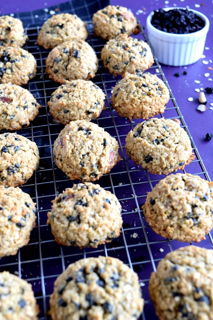 Blueberry Almond Oatmeal Cookies are my newest obsession! Super tasty, super healthy, and super delicious, these chewy cookies are healthy and the perfect snack, treat, or pre-workout energy boost. Once again with the quest to find healthier foods that I…