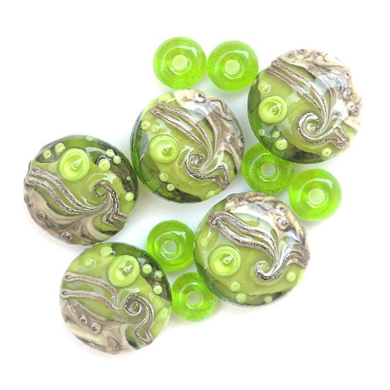 Greenies - Handmade Lampwork Glass Bead SetGreenie Handmade, Glasses Beads, Lampworking Glasses, Fabulous Lampworking, Beads Sets, Lampworking Beads, Handmade Lampworking Polymer,  Globes Artichokes, Glasses Porcelain Beads