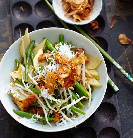 Kokos-Bohnen-Salat: Frisches Kokosfleisch, Thai-Basilikum, Mungobohnensprossen und Tofu geben diesem Salat den letzten Schliff.