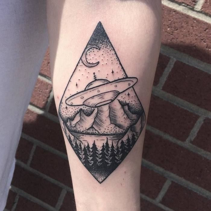 best 25 ufo tattoo ideas on pinterest alien tattoo flash tattoos and tattoo flash. Black Bedroom Furniture Sets. Home Design Ideas