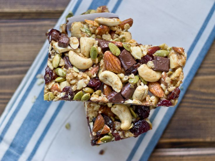 Looking for an easy to make snack? Try this recipe for Tart Cherry, Dark Chocolate & Cashew Granola Bars! Their the perfect combination of sweet, tart, salty, and crunchy.
