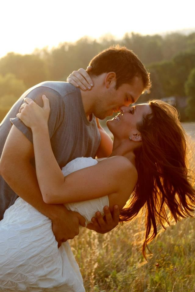 this would be a darling engagement picture now I just need to lose 100lbs to look like that girl haha