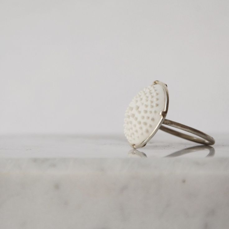 Porcelain and silver ring by Resilienze Jewels
