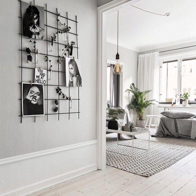 VISNING SÖNDAG! Ernst Ahlgrens Väg 4. Styling: @scandinavianhomes Foto: @kronfoto #scandinavianhomes #homedeco #decor #interior #interiör #interiordesign #granit #designclassic #ikea #boconcept #svartochvitt #betong #betongbord #marmor #mässing #marble #brass #stockholm #sweden #interiör #inredning #heminteriör #hay #design #blackandwhite #furniture