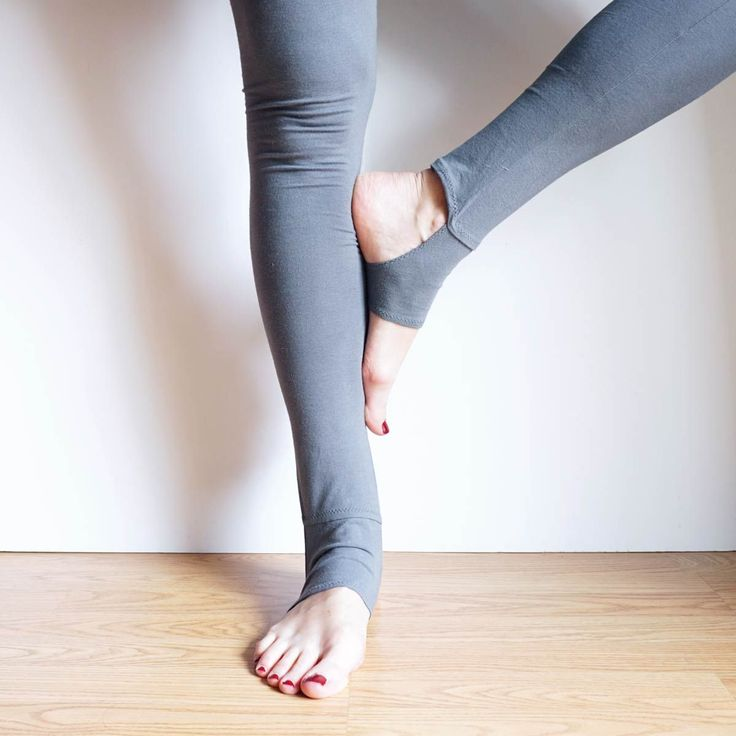 Free Sewing Pattern DIY Yoga-Style Stirrup Leggings by Sew DIY for BERNINA