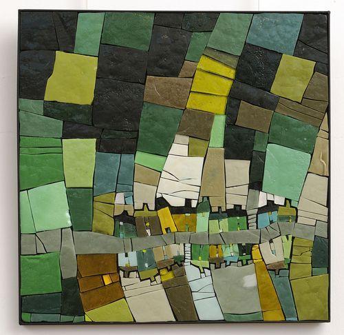 Michelle Combeau Sans titre, 2011  Mosaïque, pâte de verre, cadre en fer forgé  Cette mosaïque est un paysage vu du ciel, interprété de façon géométrique.