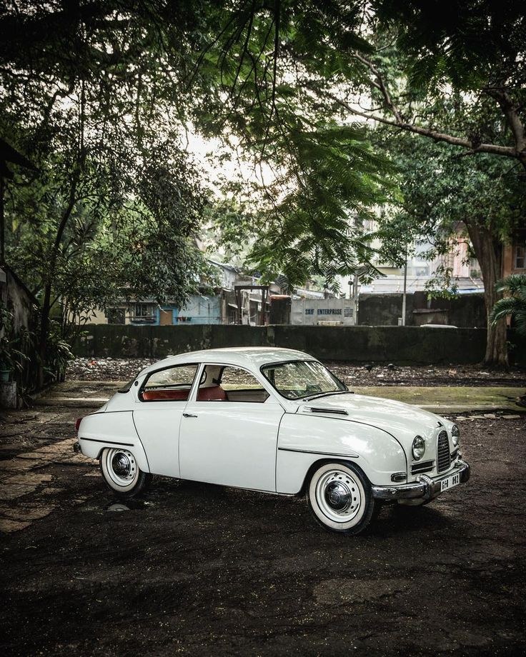 This car belongs to Mr. Merchant, a collector of beautiful stories #Saab #Saab96 #1963 #India #Mumbai #classiccar #saabstory #naturalbeauty