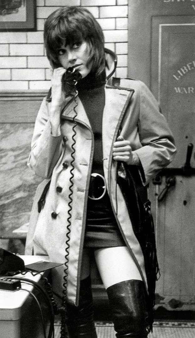 KLUTE (1971) Jane Fonda as call girl 'Brea Daniels' - Produced & Directed by Alan J. Pakula - Warner Bros. - Publicity Still.
