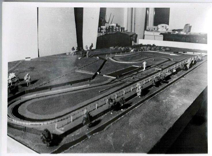 Parikymppinen pienoismalliharrastaja Peter Geitel rakensi aikoinaan ihan ensimmäisen Keimolan pienoismallin, jonka avulla rataa esiteltiin sijoittajille.