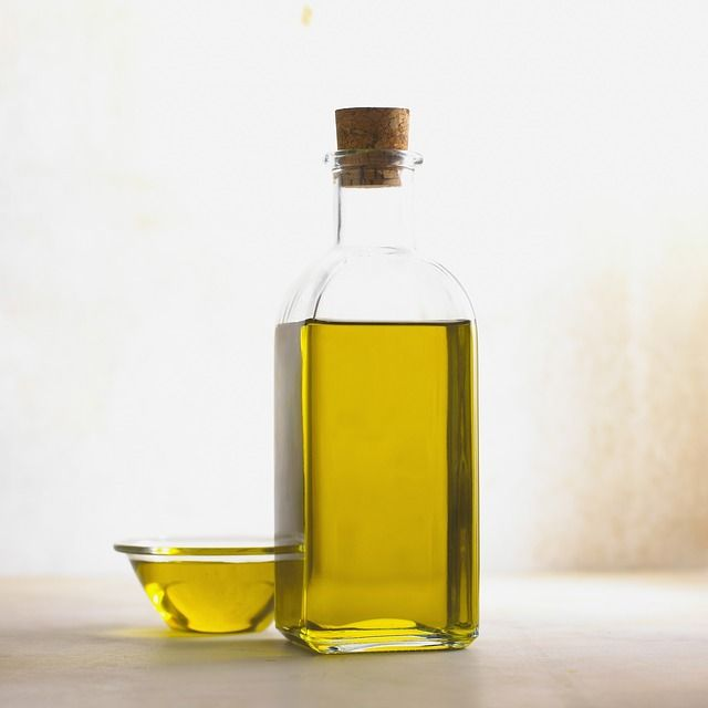 "You've probably seen the concept of rebound oil production, or reactive seborrhea: ""shampoos... strip the scalp of its natural oils and cause the scalp to"