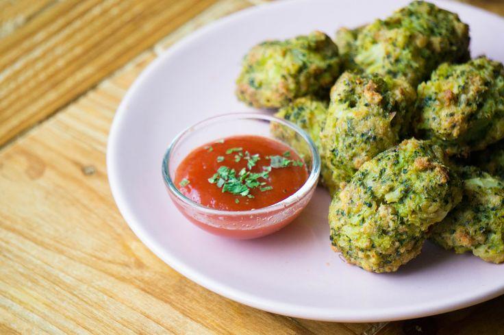Heb je broccoli over? Maak dan eens broccoli kroketjes. Geschikt voor baby's vanaf 9 maanden, maar lekker voor alle leeftijden.