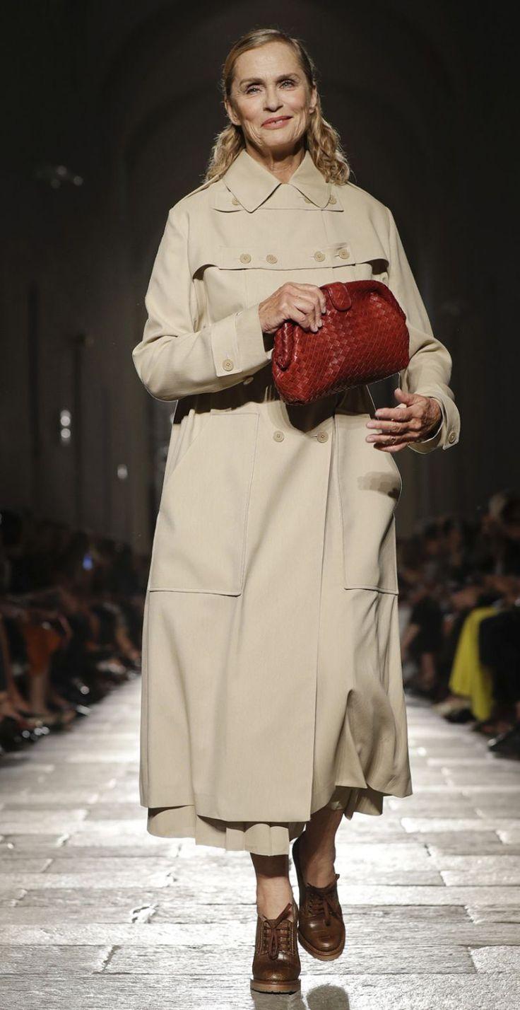 Supermodel Lauren Hutton Shows Gigi Hadid How It's Done at Bottega Venetta