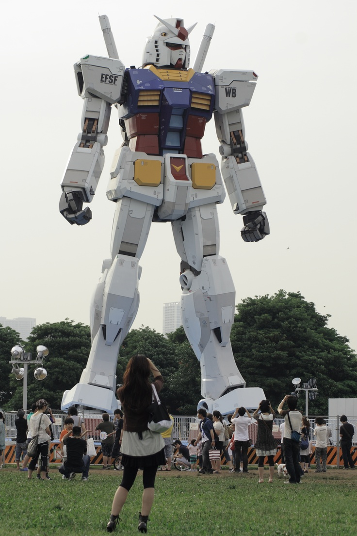 I don't really care about Gundam, I would just like to see a giant robot. Life size Gundam, Tokyo, Japan