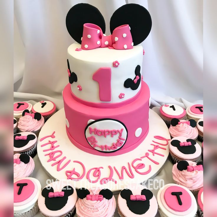 Thandolwethu celebrated her first birthday with this Minnie Mouse cake.  #sweettreasures #sweettreasurescakeco #minniemouse #minniemouseparty #minniemousecake #cake #thandolwethu #1stbirthday #1yearsold #party #celebrations #celebrationcakes #johannesburg #southafrica