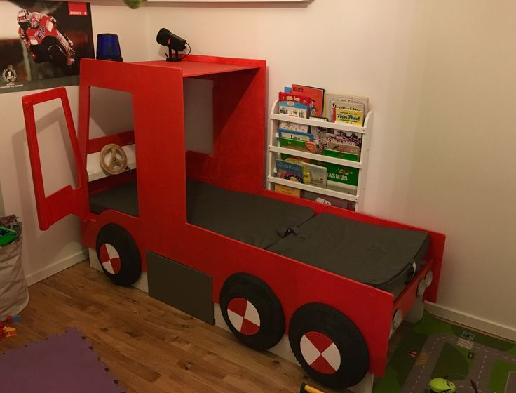 Inspired by Fireman Sam, my son claimed his right for a new bed, so this was the result with working sirens and lights.
