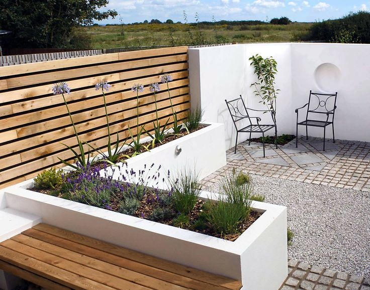A very clean cut, contemporary courtyard garden requiring minimal maintenance…