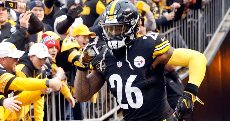 Le'Veon Bell surprises linemen with watches: Le'Veon Bell is feeling the Christmas spirit.